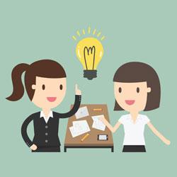 Viser 2 kvinder i samarbejde med gode ideer og sparring